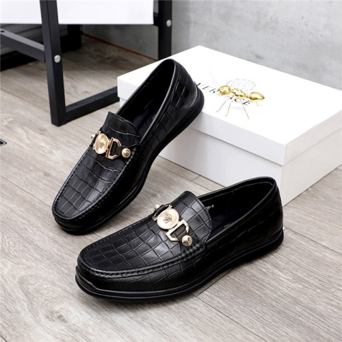 Versace Casual Shoes For Men #821051
