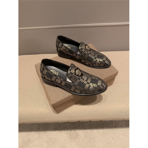 Versace Leather Shoes For Men #821060