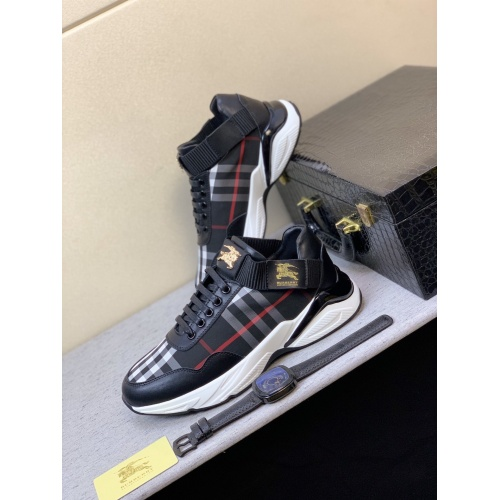 Burberry Casual Shoes For Men #821440
