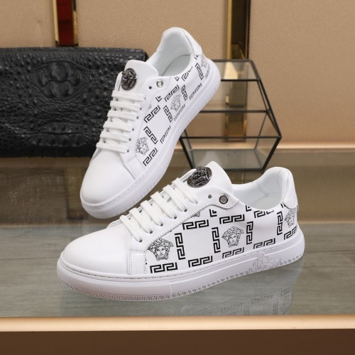 Versace Casual Shoes For Men #821472