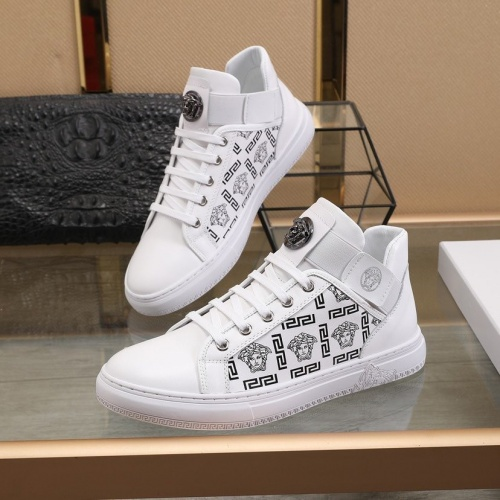 Versace Casual Shoes For Men #821476