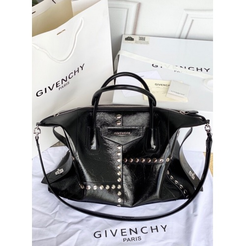 Givenchy AAA Quality Handbags For Women #821593