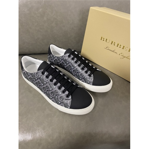 Burberry Casual Shoes For Men #821724