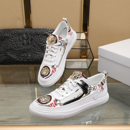 Versace Casual Shoes For Men #822177