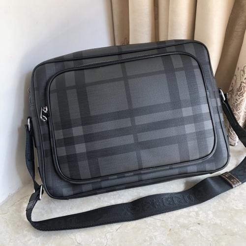 Burberry AAA Man Messenger Bags #823084