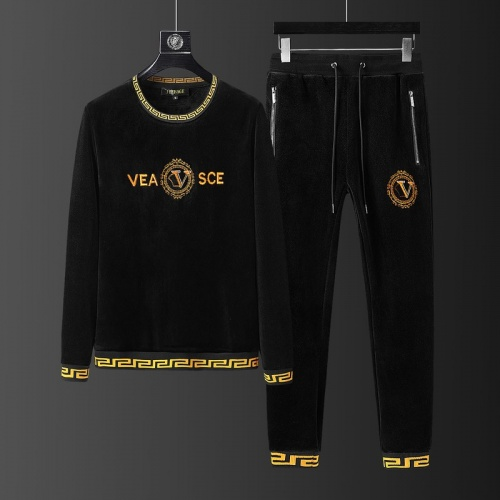 Versace Tracksuits Long Sleeved O-Neck For Men #823240