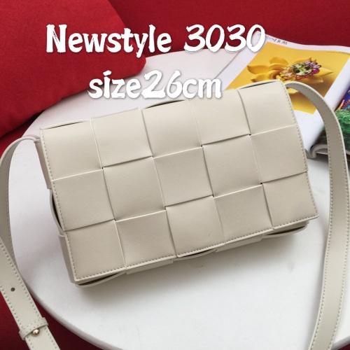 Bottega Veneta BV AAA Quality Messenger Bags For Women #823292