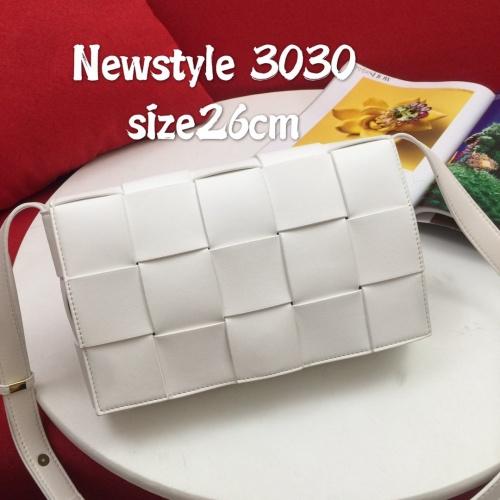Bottega Veneta BV AAA Quality Messenger Bags For Women #823293