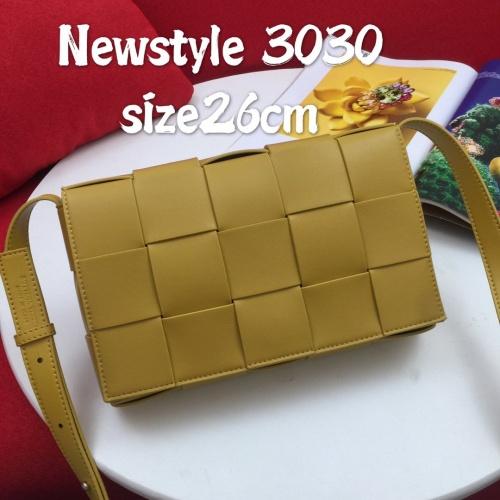 Bottega Veneta BV AAA Quality Messenger Bags For Women #823294