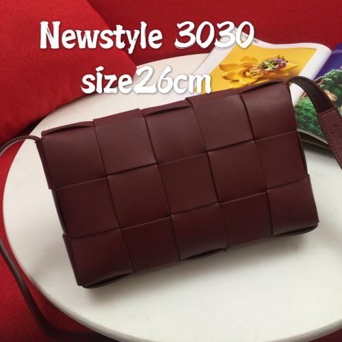Bottega Veneta BV AAA Quality Messenger Bags For Women #823296