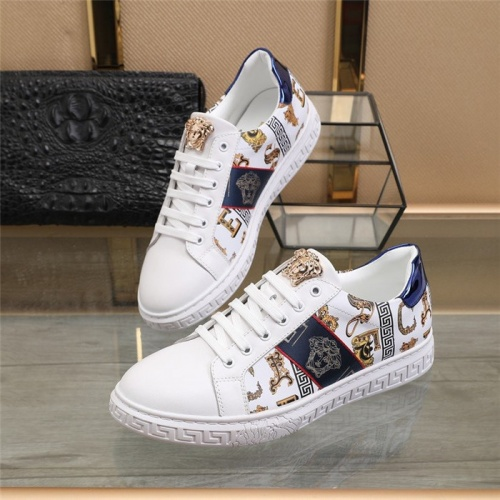 Versace Casual Shoes For Men #823581