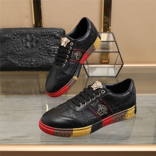 Versace Casual Shoes For Men #823585