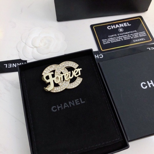 Chanel Brooches #823828