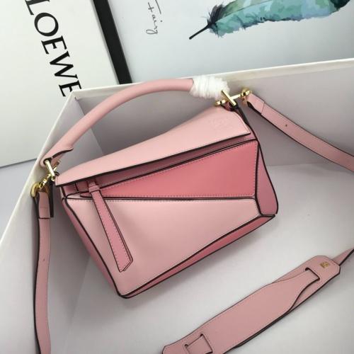 LOEWE AAA Messenger Bags For Women #824071