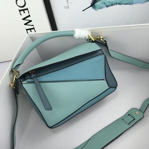 LOEWE AAA Messenger Bags For Women #824073