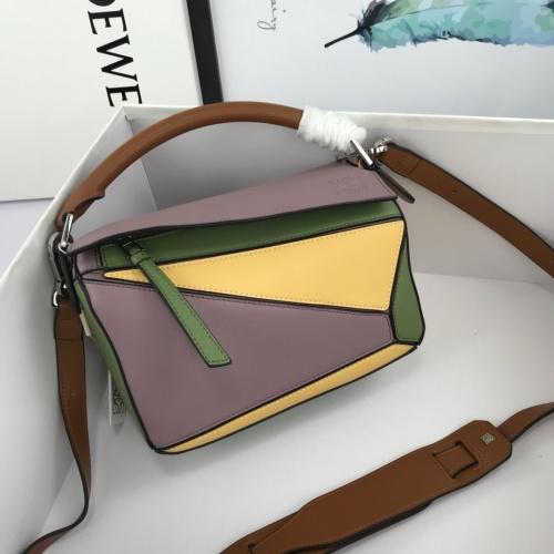 LOEWE AAA Messenger Bags For Women #824074