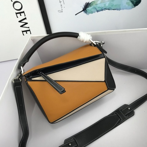 LOEWE AAA Messenger Bags For Women #824076