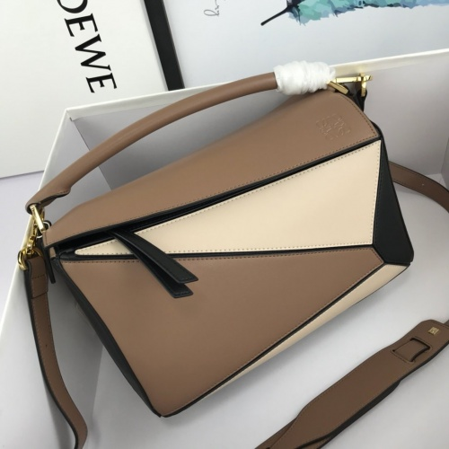 LOEWE AAA Messenger Bags For Women #824084