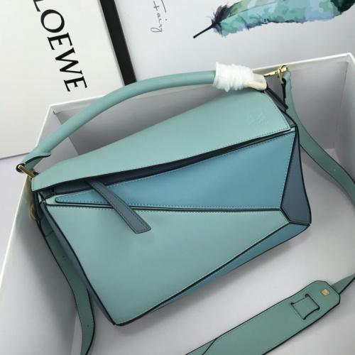 LOEWE AAA Messenger Bags For Women #824086
