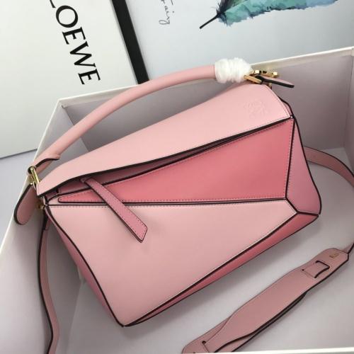 LOEWE AAA Messenger Bags For Women #824087