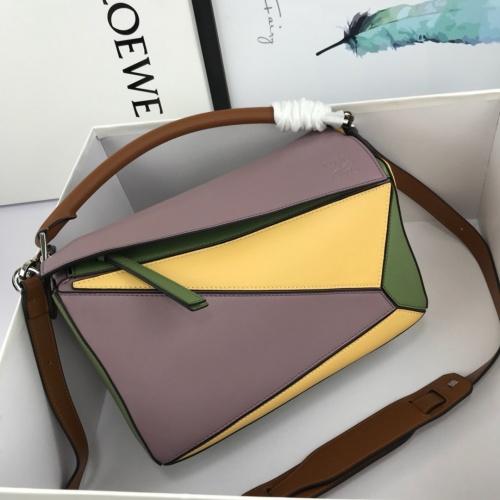 LOEWE AAA Messenger Bags For Women #824088