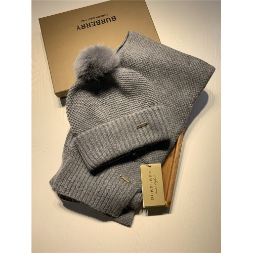 Burberry Scarf & Hat Set #825058