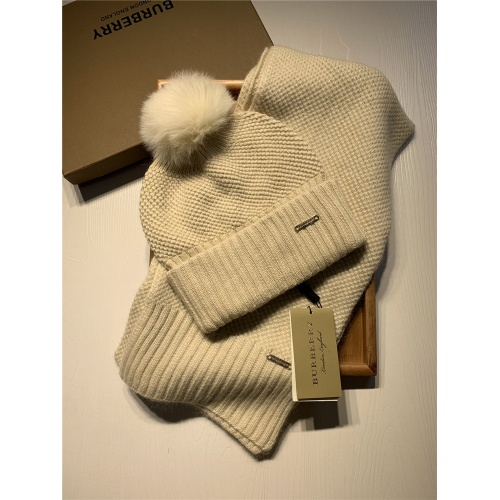 Burberry Scarf & Hat Set #825061