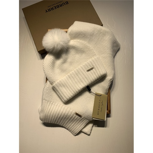 Burberry Scarf & Hat Set #825064