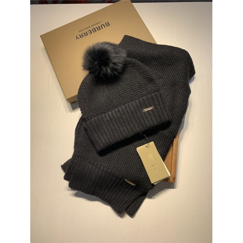Burberry Scarf & Hat Set #825065