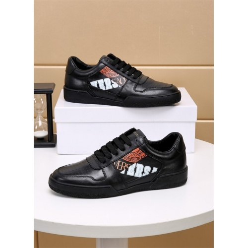 Versace Casual Shoes For Men #826494