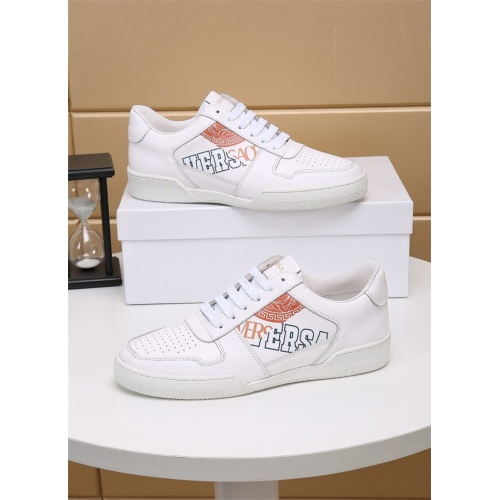 Versace Casual Shoes For Men #826495