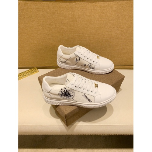 Versace Casual Shoes For Men #826925
