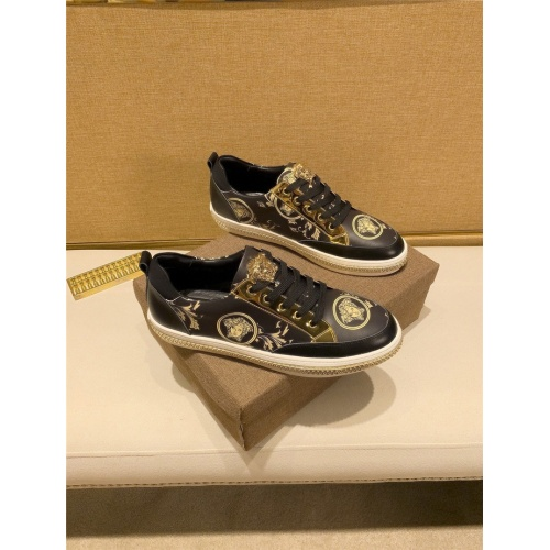 Versace Casual Shoes For Men #826926