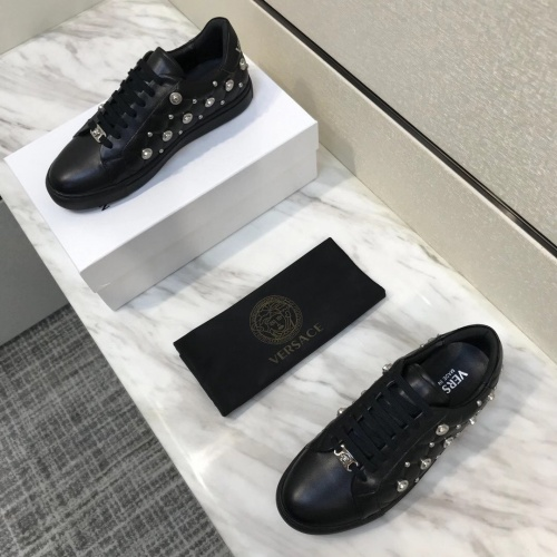 Versace Casual Shoes For Men #826958