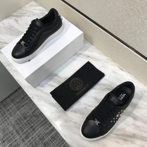 Versace Casual Shoes For Men #826960
