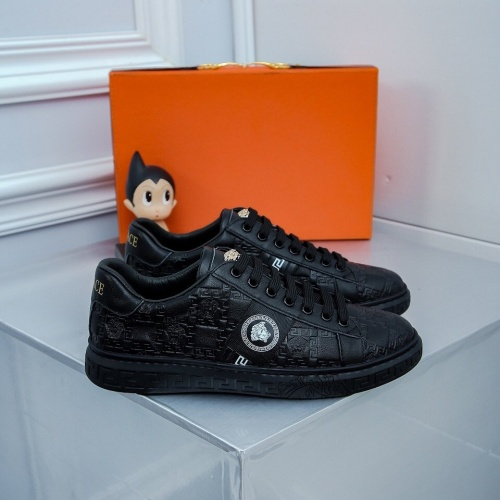 Versace Casual Shoes For Men #827063