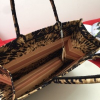 $76.00 USD Christian Dior AAA Handbags For Women #825799