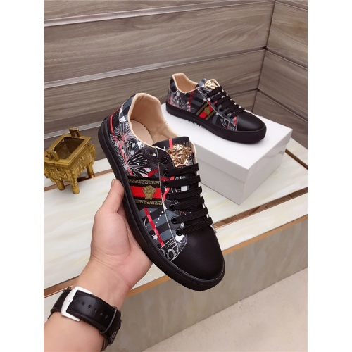 Versace Casual Shoes For Men #828286