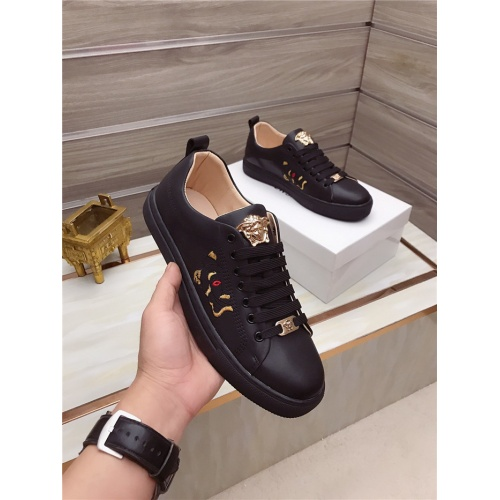 Versace Casual Shoes For Men #828288
