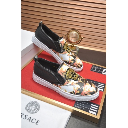 Versace Casual Shoes For Men #828938