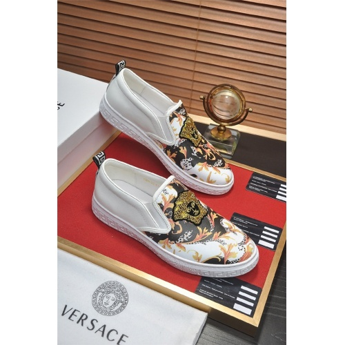Versace Casual Shoes For Men #828939