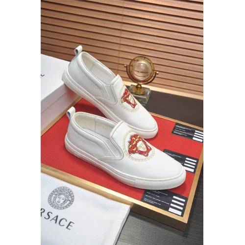 Versace Casual Shoes For Men #828941