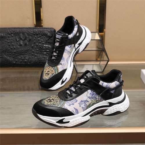 Versace Casual Shoes For Men #828965