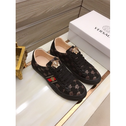 Versace Casual Shoes For Men #829118