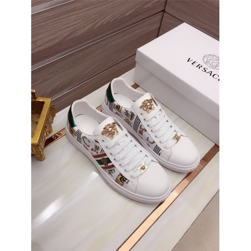 Versace Casual Shoes For Men #829120