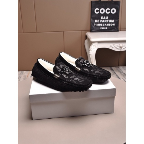 Versace Casual Shoes For Men #829439