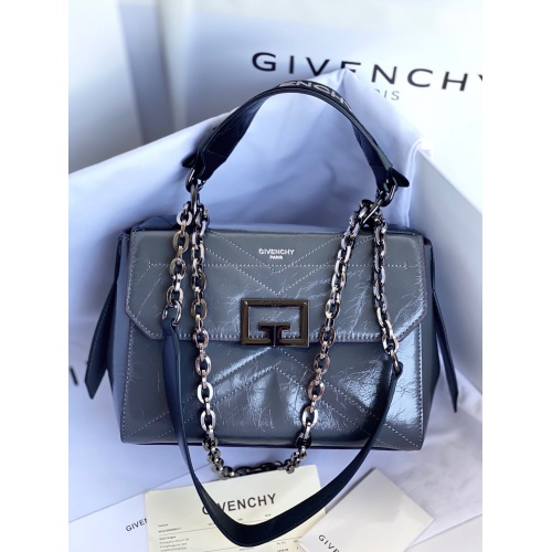 Givenchy AAA Quality Messenger Bags For Women #829747