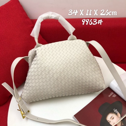 Bottega Veneta BV AAA Quality Handbags For Women #829832