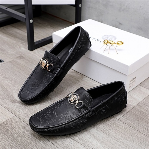 Versace Casual Shoes For Men #829853