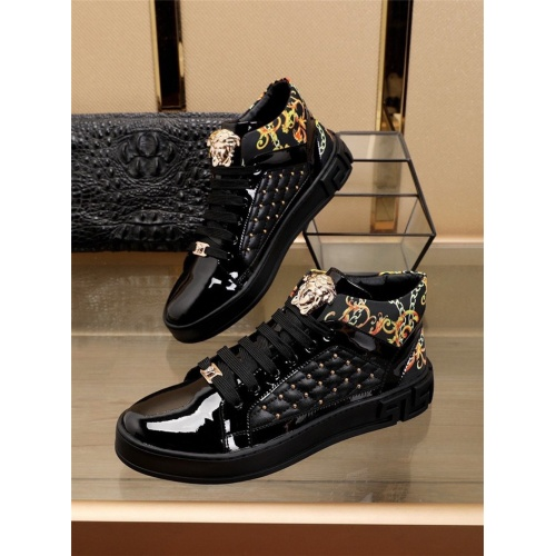 Versace High Tops Shoes For Men #829919